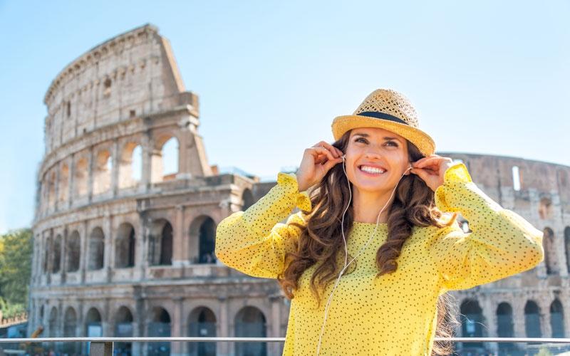Colosseo con turista