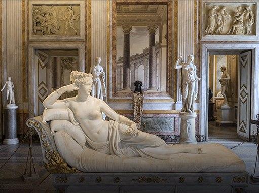 La statua di Paolina scolpita dal Bernini e conservata nella Galleria Borghese