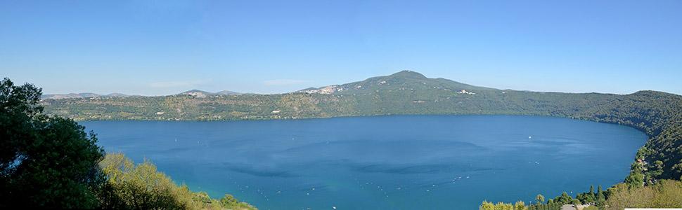 Vista panoramica del lago