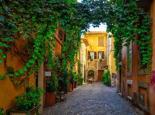 Trastevere, case ricoperte di edera