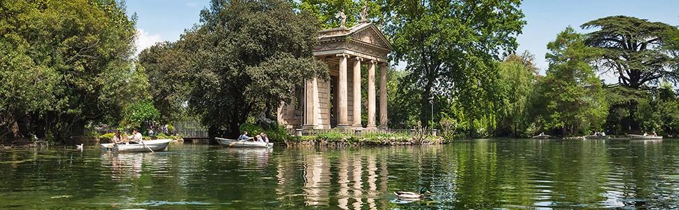 Il laghetto con il Tempio di Esculapio